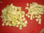 Skær pastinak og æble i tern.