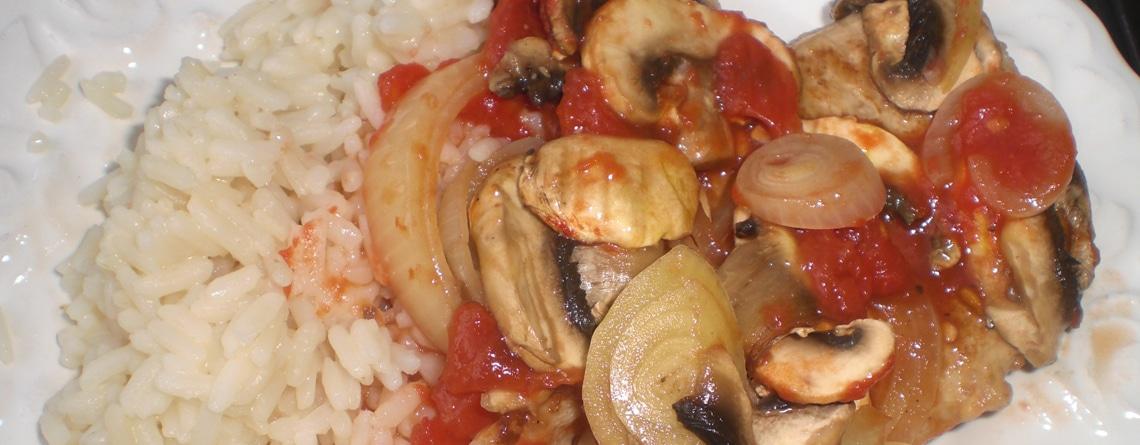 Ovnkoteletter med champignoner, løg og tomat