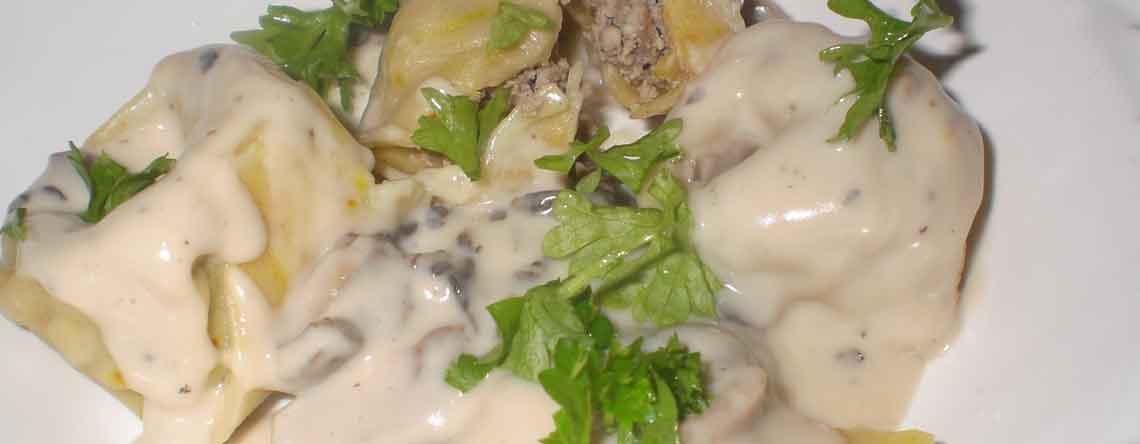 Hjemmelavede raviolier og tortellinier med pecorinosauce