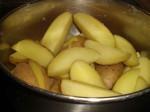 Hæld vandet fra kartoflerne, og lad dem dryppe af.