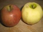 Skræl det ene æble.