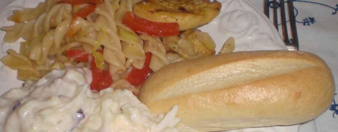 Chilipasta med kylling og græsk dressing
