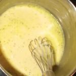 Pisk bernaisepulver, mælk og flydende margarine sammen.
