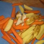 Skær rodfrugterne i stave.