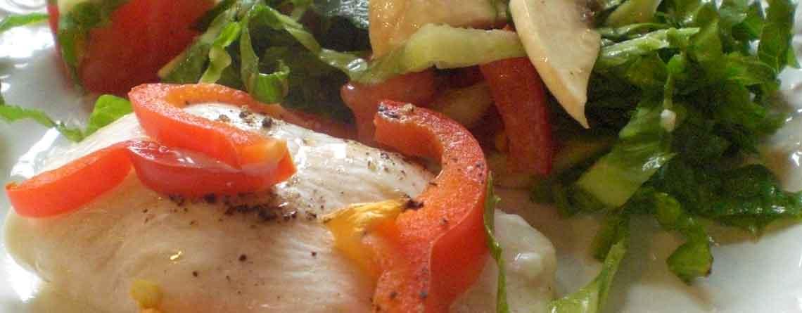 Dampet rødspætte med pikant fyld samt bønnesalat
