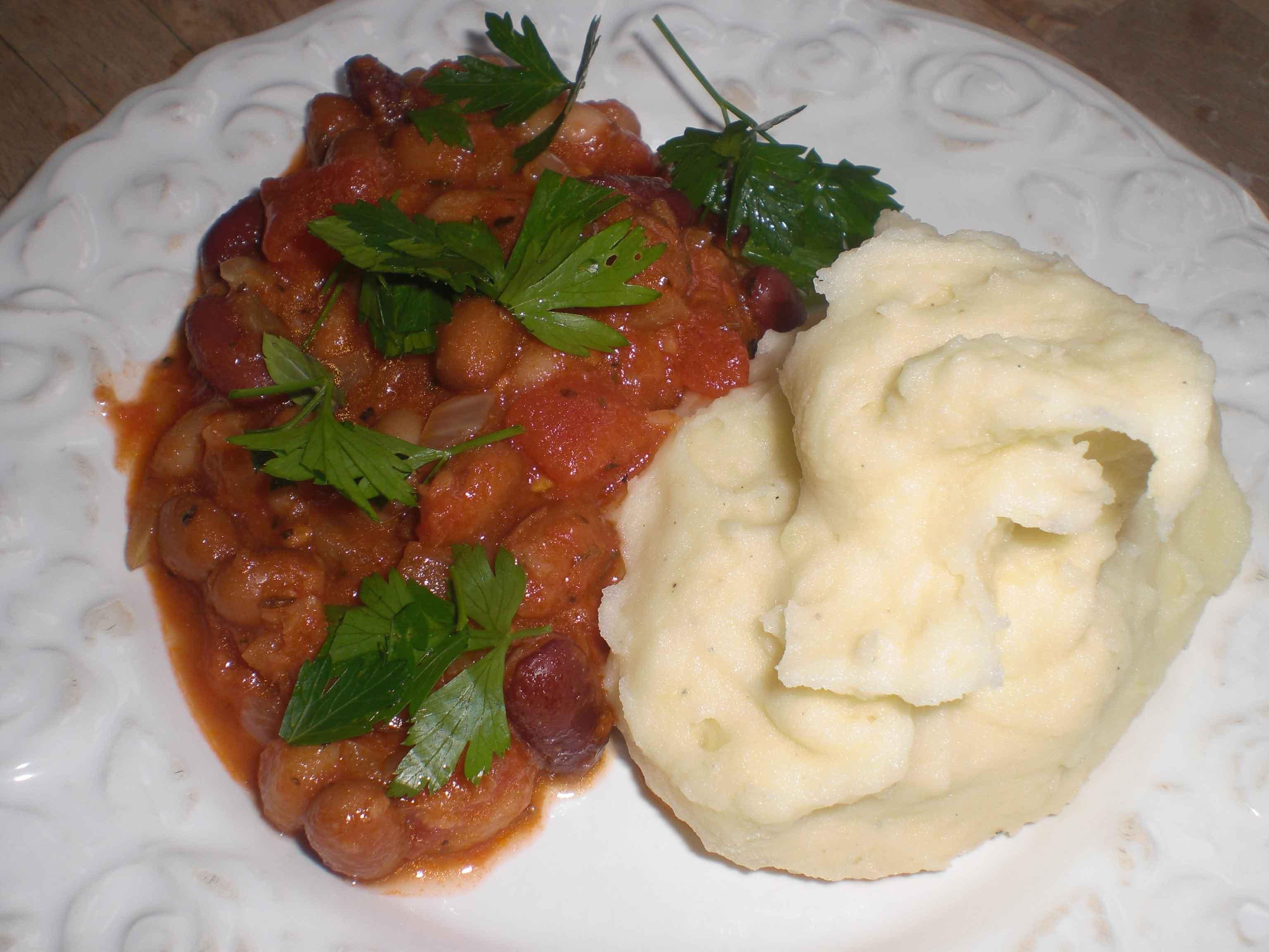 Bønnegryde med cremet kartoffelmos