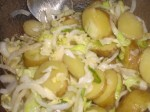 Servér med kartoffelsalat.