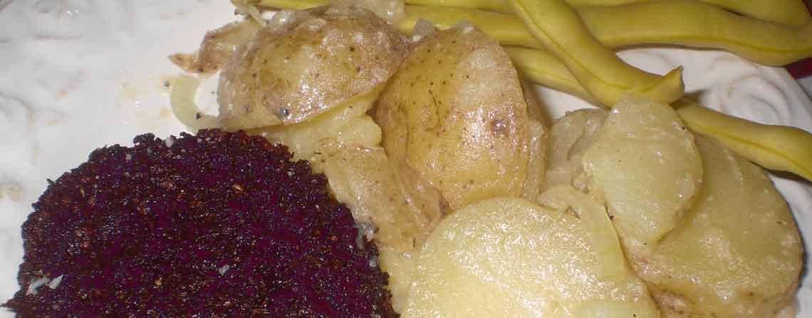 Rødbedebøffer med varm kartoffelsalat