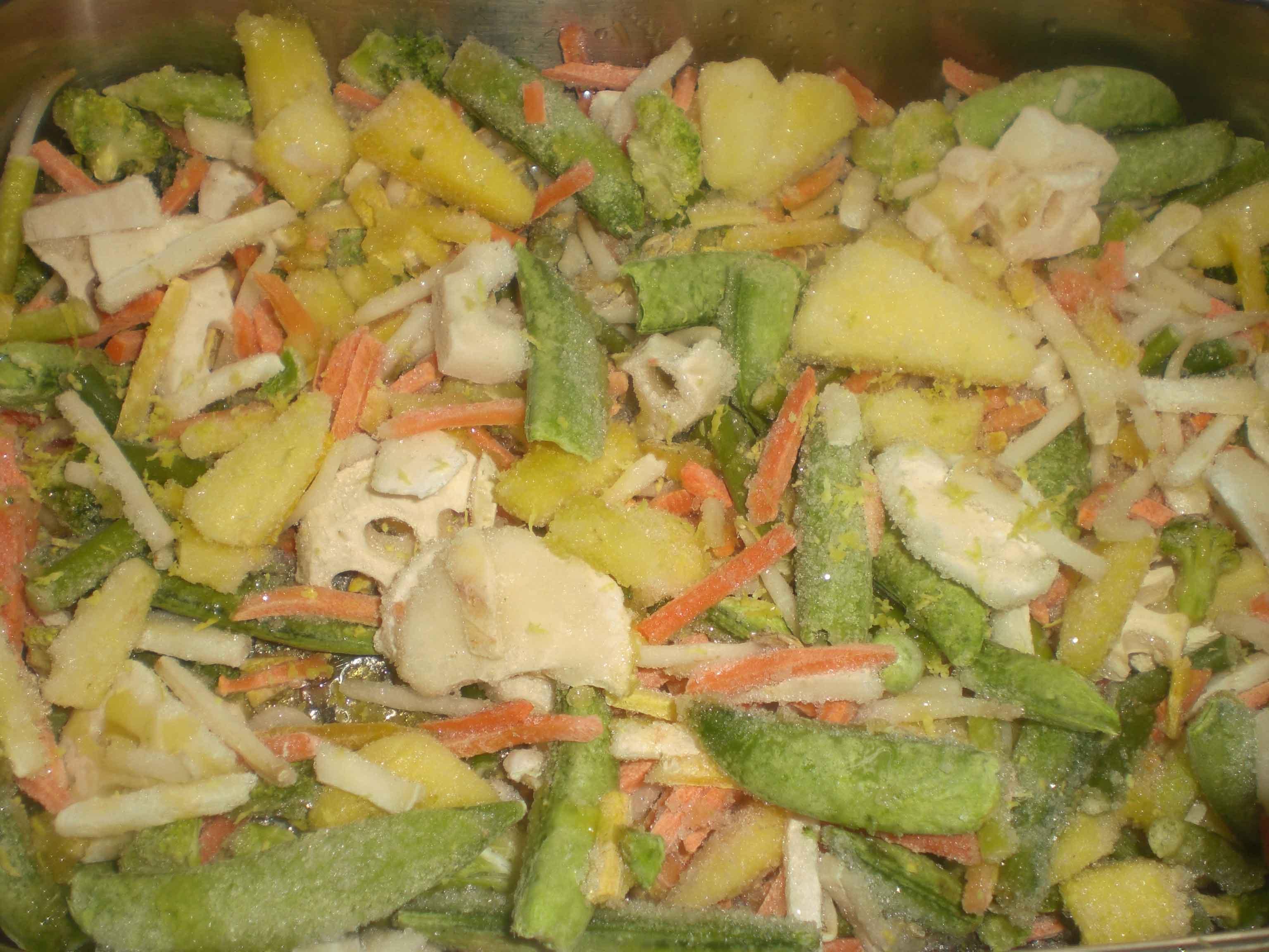 Rødfisk på grøntsager i ovn
