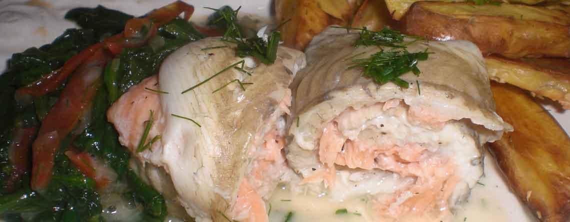 Laksefarseret rødspættefilet med kartoffelbåde