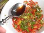 Bland ingredienserne til salsaen.