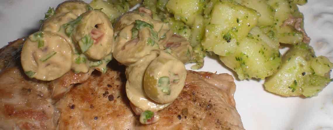 Mørbradskiver med oliventapanade og brasekartofler