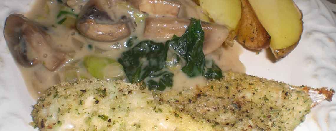 Krydderurtepaneret kullerfilet med svampe-spinatkompot