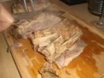 Skær kødet i skiver.