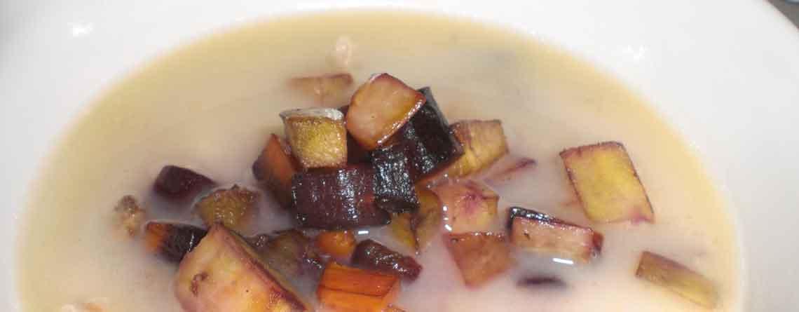 Kyllingesuppe med ristede pastinakker og gulerødder