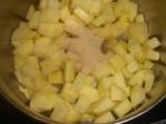 Kog æbler, sukker og vand.
