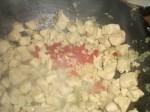 Tilsæt chili og hvidløg.