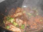 Tilsæt grøntsager og hvidløg.