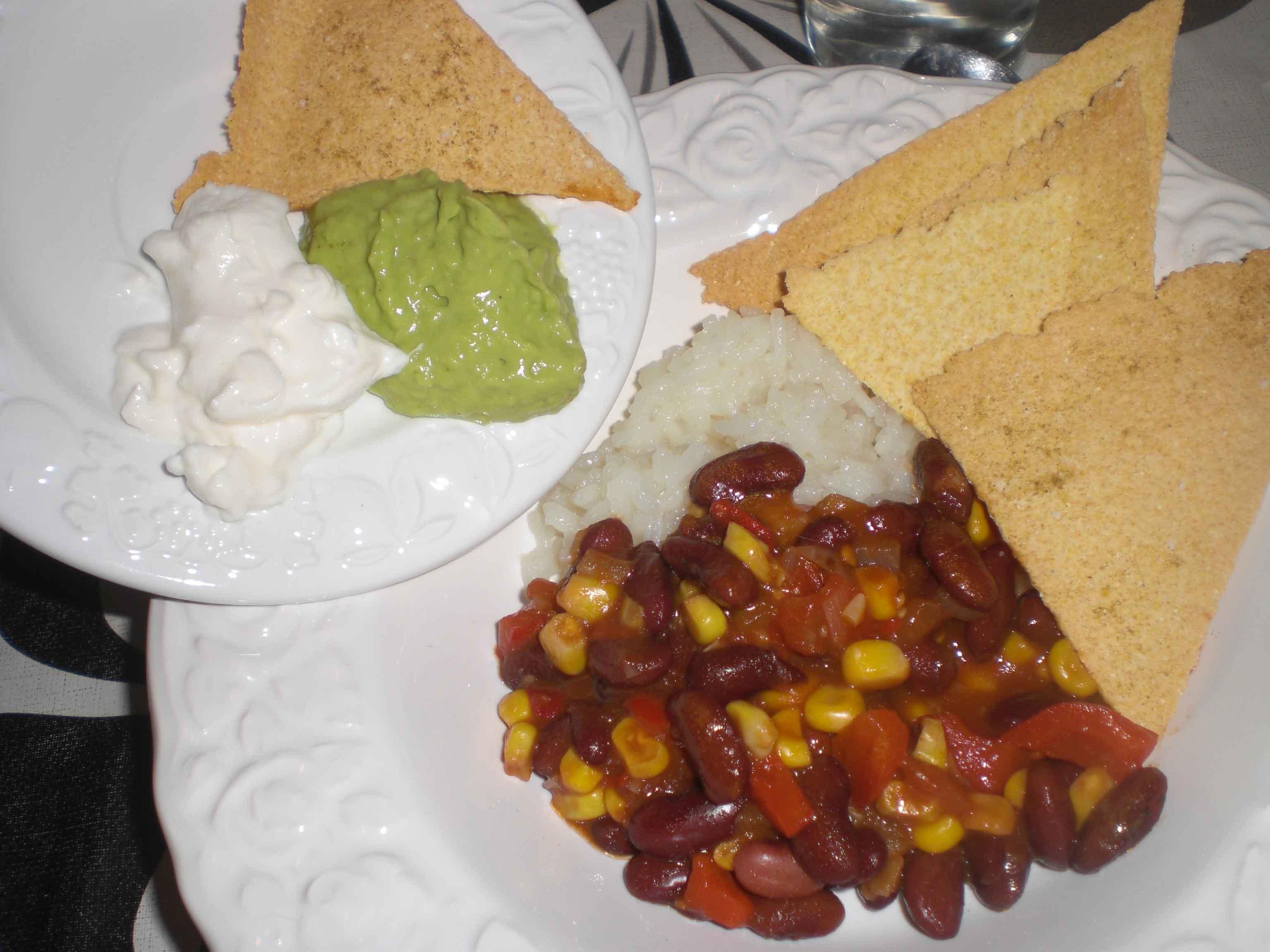 Nachos og guacamole til mexicansk gryde