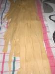 Skær pastaen ud til brede bånd.