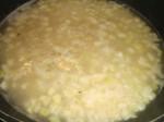 Tilsæt bouillon og salt.