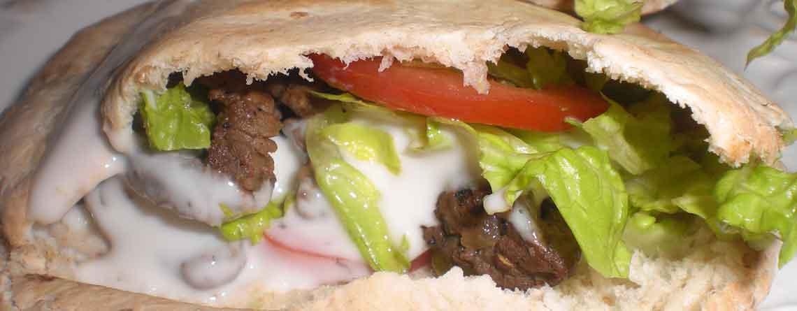 Hjemmelavet shawarma i pitabrød