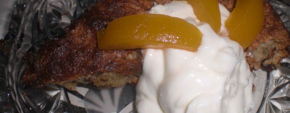 Fedtfattig chokoladekage med abrikoser og skyr