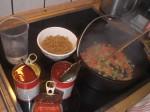 Tilsæt tomater, bønner, vand og lidt salt.