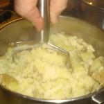 Tilsæt den smeltede margarine.