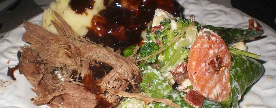 Pulled Beef med grønt, salat og kartoffelmos