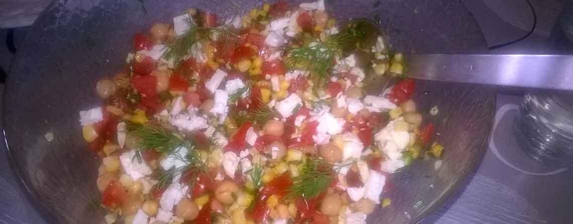 Grillet majs-salat med kikærter og feta