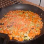 Lad gulerods- og løgtern simre.