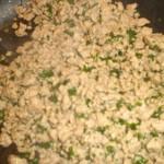 Svits kød og hvidløg, og tilsæt persille.