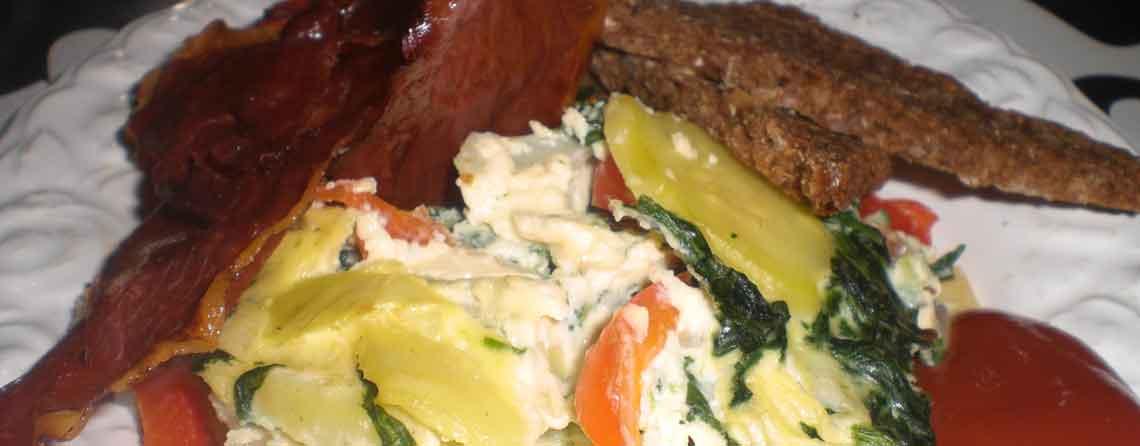 Æggekage i ovn med spinat og peberfrugt
