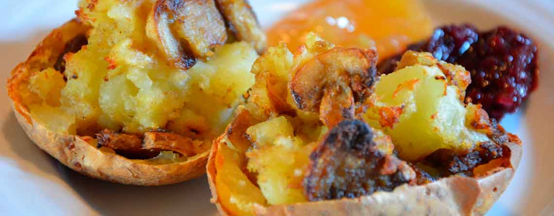 Fyldte kartofler med champignoner og karrypasta