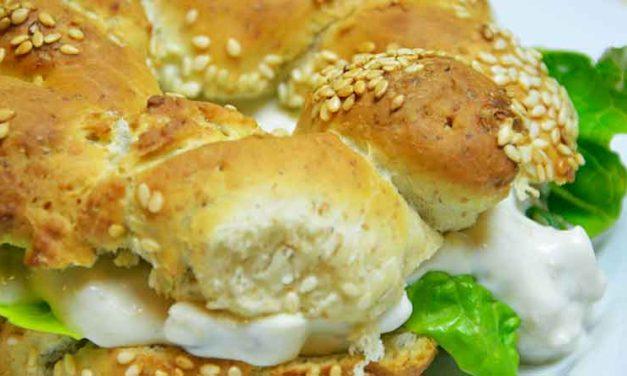 Tyrkiske bagels – Simit – med kyllingesalat