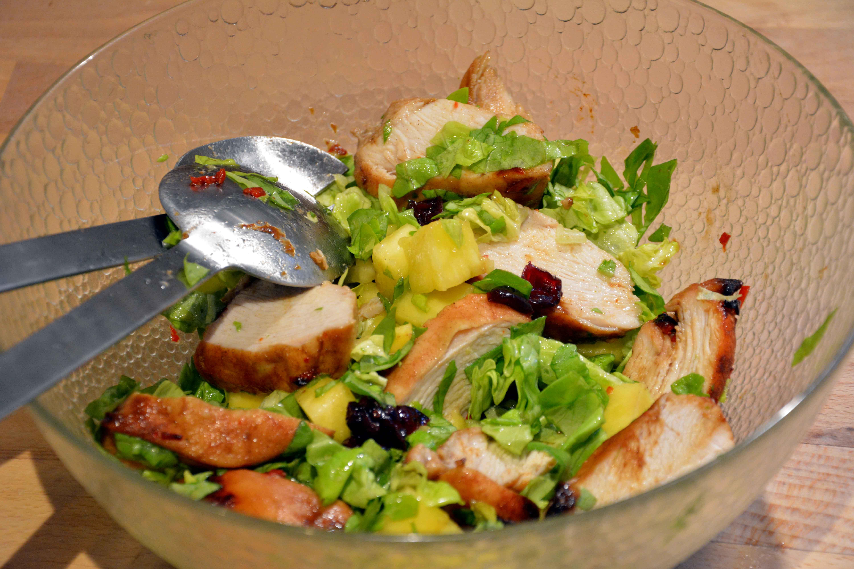 Kyllingesalat med lakridssirup og ananas
