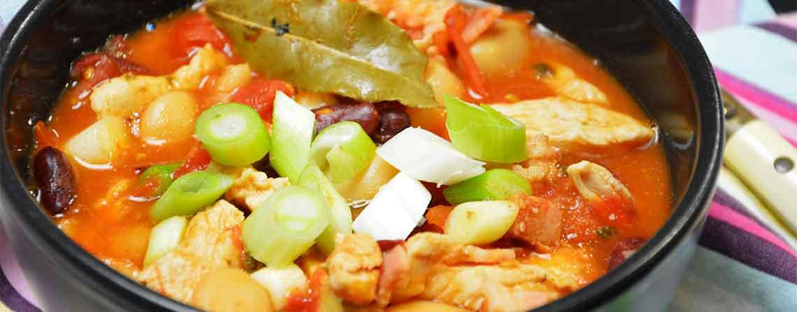 Gryderet med butterbeans, kidneybønner og kylling